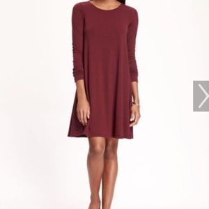 Old Navy maroon shift dress. Size small.